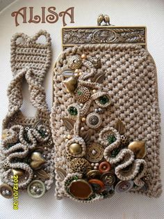 Marvelous Crochet A Shell Stitch Purse Bag Ideas. Wonderful Crochet A Shell Stitch Purse Bag Ideas. Crochet Geek, Free Crochet, Knit Crochet, Crochet Purse Patterns, Crochet Shell Stitch, Freeform Crochet, Crochet Handbags, Bijoux Diy, Button Crafts