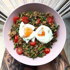 Las mejores recetas fitness y la mejor cocina saludable la encontrarás aquí. Hoy estas Lentejas con quinoa, espárragos, tomatitos y huevos escalfados