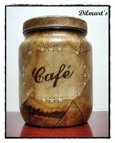 Rosely Pignataro: Reciclando o coador de café.                                                                                                                                                                                 Mais Painted Wine Bottles, Bottles And Jars, Glass Bottles, Mason Jar Crafts, Bottle Crafts, Mason Jars, Decoupage Jars, Decoupage Vintage, Bottle Painting