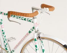 Eley Kishimoto Fixed Gear Bike. I love that the handlebars look like the horns of a bull.