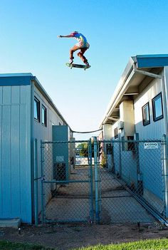 sanfrancisko:    (G3TB3AT)    possibly the coolest photo i've seen  Roof Skateboarding, yeah!