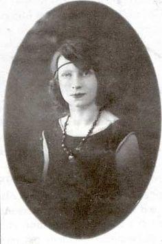 Georgette Brivadis, infirmière, comédienne (nom de scène «Mimosa»), anarchiste, s'enrôla dans la section internationale de la colonne Durruti le 18 septembre 1936; elle mourut le 16 octobre suivant à la bataille de Perdiguera.