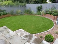Giving a lawn a circular edge creates a far more open, inclusive feel than that of a boxed in, square patch of turf. Circular Garden Design, Circular Lawn, Back Garden Design, Small Backyard Design, Backyard Ideas For Small Yards, Garden Landscape Design, Backyard Designs, Small Square Garden Ideas, Small Back Gardens