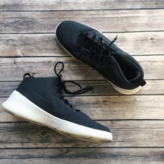Black, white and oh so classic! These #Nike runners, are a #musthave in any guy's wardrobe - Find them at #PlatosClosetBarrhaven for only $50! | www.platosclosetbarrhaven.com