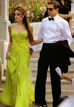 Angelina Jolie's 'Affair Dress' That Ended Jennifer Aniston and Brad Pitt's Marriage Angelina And Brad Pitt, Brad And Angie, Angelina Jolie Pictures, Angelina Jolie Photos, Jolie Pitt, Celebrity Red Carpet, Red Carpet Looks, Celebs, Celebrities