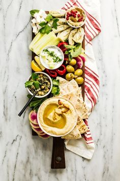 Mezze Platter for Two and Roasted Garlic Hummus — Madeline Hall Meze Platter, Hummus Platter, Antipasto Platter, Mezze Platter Ideas, Charcuterie Platter, Food Platters, Cheese Platters, Roasted Garlic Hummus, Sharing Platters