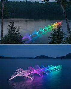 movimiento de remos de canoas y kayaks con luces LED - La fotografía de larga exposición captura un elemento que la fotografía convencional no puede: el tiempo.