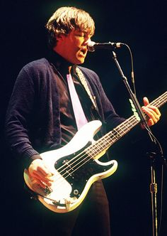 MIKEY WELSH WEEZER BASSIST FOUND DEAD IN A CHICAGO HOTEL ROMM OCT 8 FROM A HEART ATTACK IN HIS SLEEP WHICH HE HAD A DREAM ABOUT A WEEK BEFORE AND STATED THAT ON SEPT 26TH