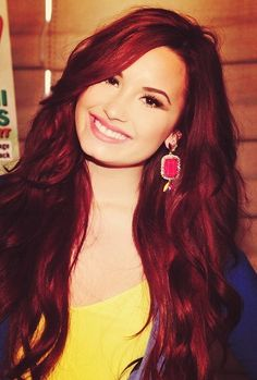 Demi Red Hair hair red smile pretty hair color long hair red hair hairstyle hair ideas demi lovato hair cuts I love her hair Demi Lovatoooooooo! Square Face Hairstyles, Prom Hairstyles, Celebrity Hairstyles, Shades Of Red Hair, Ombre Hair Color, Demi Lovato Red Hair, Mahogany Hair, Celebrity Hair Colors, Hairstyle Look