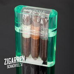 Exklusiver Zigarren Sampler von Gurkha - Der Gurkha Kraken Sampler beinhaltet 3 Zigarren mit Tabaken, die zwischen 15-18 Jahre reifegelagert wurden. Verpackt in einer aufwändigen Acrylbox!