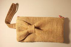Burlap Clutch by JessWHCT Burlap Purse, Burlap Fabric, Burlap Bags, Diy Bags Purses, Diy Purse, Diy Bag Designs, Knitted Bunnies, Diy Broderie, Best Leather Wallet