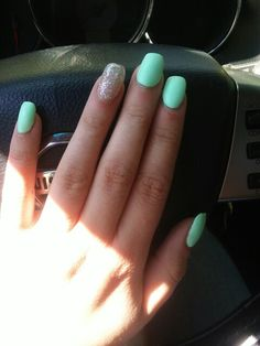Matte mint and sparkle accent, lovveing my newest spring / summer manicure #longnails
