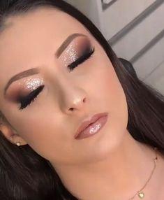 39 amazing party makeup looks to try this holiday season 00018 Bride Makeup, Glam Makeup, Hair Makeup, Makeup Lips, Fall Wedding Makeup, Wedding Hair And Makeup, Make Up Looks, Simple Makeup, Natural Makeup