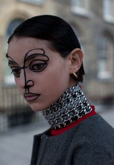 I-D BEAUTY EDITOR ISAMAYA FFRENCH TRACING THE FEATURES USING SHARPIE LIKE MAKEUP