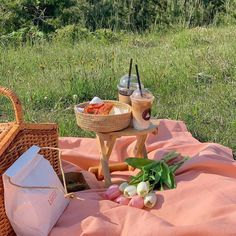 Discover recipes, home ideas, style inspiration and other ideas to try. Picnic Date Food, Picnic Foods, Picnic Ideas, The Picnic, Picnic Time, Spring Aesthetic, Romantic Picnics, Summer Picnic, Kawaii
