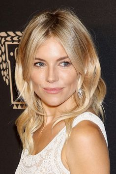Sienna Miller: Hair Style File Sienna Miller Hair And Hairstyles Vogue Covers And Red Carpet Sienna Miller Makeup, Sienna Miller Style, Lucy Hale, Wedding Hairstyles, Cool Hairstyles, Babe, Blonde Curls, Hair Color Pink, Cut Her Hair