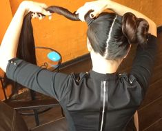 VIDEO - Mila´s double sidebuns - RealRapunzels Double Ponytail, Double Buns, Long Hair Models, Long Hair Play, Big Bun, Normal Girl, Playing With Hair, Great Lengths, Hair Brush
