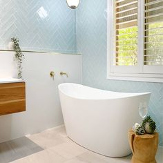 Splashback, Bathroom Inspo, Clawfoot Bathtub, Design Projects, Color Schemes, Tiles, This Is Us, Pastel, Beige