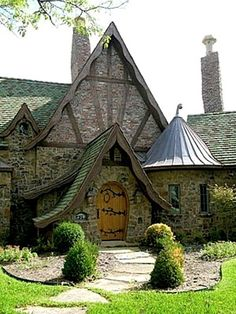 Uhm this is the cutest little house I've ever seen <3 The curved roof is a bit much, but I love the stone!!!