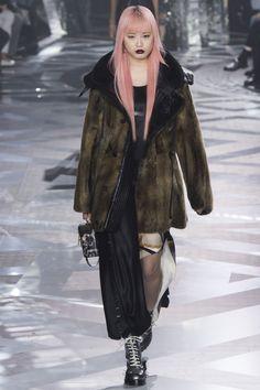 Louis Vuitton Fall 2016 Ready-to-Wear Collection Photos - Vogue  #LouisVuitton   #fashion   #Koshchenets