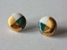 Runde Blau-Grün und Weiß Ohrringe aus Porzellan mit 18K Gold Luster - Kreis Ohrstecker Design Konorgold #5- Keramik Schmuck von bonbonsetc auf Etsy