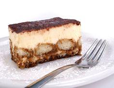 kalorienarmes Kakaotiramisu   Zutaten: 1 Pck. Vanillepudding, 250 ml Milch, 120 g Zucker, 250 g Magerquark, 3 Eier (davon Eiweiß), 24 Löffelbiskuits,150 ml Kakao, 2 EL Kakaopulver. Vanillepudding zubereiten und kalt stellen. Quark und den restlichen Zucker mit dem Mixer cremig schlagen und den Pudding unterheben. Eiweiß zu steifem Schnee schlagen und unter die Puddingmasse heben. Löffelbiskuits in den Kakao eintunken und abwechselnd mit der Puddingmasse schichten. Für 3 Std.in den…