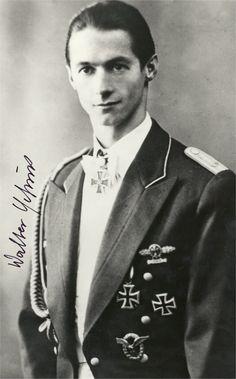 ✠ Walter Schuck (30 July 1920 – 27 March 2015) RK 08.04.1944 Oberfeldwebel Flugzeugführer i. d. 9./JG 5 30.09.1944 [616. EL] Leutnant Flugzeugführer i. d. 9./JG 5
