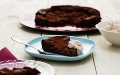 Daimsuklaakakku - Yksikin kakkupala vie varmasti monen herkkusuun sydämet. Piece Of Cakes, Baked Goods, Menu, Pudding, Cooking, Desserts, Recipes, Baking Ideas, Heavenly