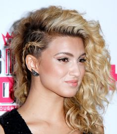 13 Party Hairstyles for Curly Hair - Hair Styles Side Braid Hairstyles, Easy Hairstyles For Long Hair, Braids For Long Hair, Trendy Hairstyles, Textured Hairstyles, Wedding Hairstyles, Night Hairstyles, Hairstyles Pictures, Hair Buns