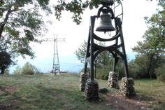 Erba - Sopra l'Eremo San Salvatore: il campanone e la croce. http://www.exploratoridelladomenica.it/erba-leremo-la-croce-e-la-campana/