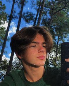 Middle Part Hairstyles, Boys Long Hairstyles, 90s Hairstyles, Teen Boy Haircuts, Haircuts For Men, Cute White Boys, Cute Boys, Beautiful Boys, Pretty Boys