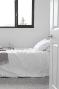 MINIMAL HOME TOUR WHITE BEDROOM @jessicarpins