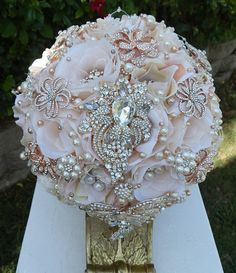 Elegant Vintage Rose Gold Bouquet This listing is for a Vintage Rose Gold Blush Bridal Brooch bouquet. Bouquet is custom made to order and is approx in diameter. Elegant Blush Ivory mix tone b Wedding Bouquets & Flowers Montreal Crystal Bouquet, Wedding Brooch Bouquets, Flower Bouquet Wedding, Bridal Flowers, Broschen Bouquets, Bling Wedding, Rose Wedding, Paris Wedding, Wedding Dreams