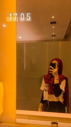 Stylish Hijab, Casual Hijab Outfit, Ootd Hijab, Hijab Chic, Hijabi Girl, Girl Hijab, Selfi Tumblr, Foto Mirror, Tmblr Girl