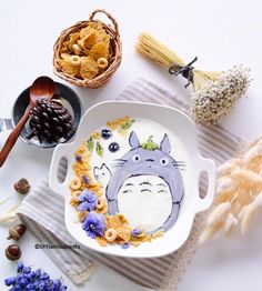 Totoro yoghurt art by Little Miss Bento (@littlemissbento)