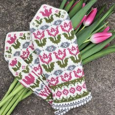 Knitting Patterns Mittens Ravelry: Hippa Tulippa pattern by JennyPenny — The pattern is available in swedish and will be in . Knitted Mittens Pattern, Knit Mittens, Knitted Gloves, Knitting Socks, Hand Knitting, Knitting Charts, Knitting Patterns Free, Knitting Designs, Knitting Projects