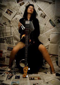 Fender Jazz Bass, Musician Photography, Guitar Photos, Best Guitar Players, Bass Guitar Lessons, Rocker Girl, Estilo Rock, Female Guitarist, Female Drummer
