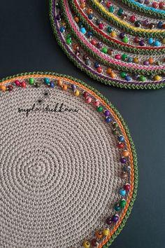 Crochet Mat, Crochet Doily Diagram, Mode Crochet, Crochet Basket Pattern, Crochet Patterns, Crochet Decoration, Crochet Home Decor, Crochet Placemats, Crochet Doilies