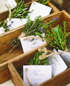 香りのいいハーブを束ねて♪ <グリーン・ナチュラルな結婚式エスコートカード・席札まとめ一覧>