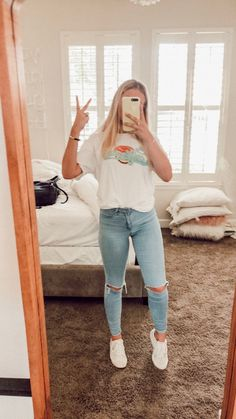 Wear or Tear? Outfit Inspo This Vsco girl outfit consists of a t-shirt, jeans and white vans. Interested in anything vsco? Click the link! Great for a cold summer night or winter time! Cute Comfy Outfits, Cute Summer Outfits, Simple Outfits, Trendy Outfits, Cute Outfits For Teens, Lazy Outfits, Summer Clothes, Fall Outfits For School, Everyday Outfits