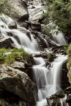 Cascada Capra, Muntii Fagaras Famous Waterfalls, Beautiful Waterfalls, Beautiful Space, Beautiful Pictures, Natural Wonders, Terra, The Good Place, Scenery, Places To Visit