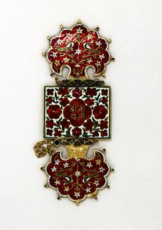 This arm ornament in enamelled gold, probably worn on the upper arm, has the name of Shri Nathji on one side, thus suggesting it was made for a pilgrim to the temple of Shri Nathji or Nathdwara in Rajasthan. India, 19th century