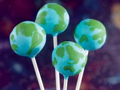 Check out these awesome globe cake pops—perfect for Earth Day!—in our newly released special collection of Cake Pops and Mini Treats #icookbook #cakepops