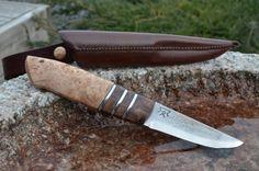 Jagtkniv med stabiliseret kastanjeknude, elmeknude og tin indlæg/ Scandi knife with Stabilized Chestnut and Elm Burl.