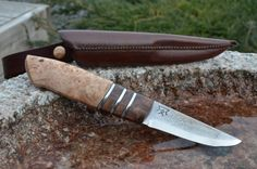 Jagtkniv med stabiliseret kastanjeknude, elmeknude og tin indlæg/ Scandi knife with Stabilized Chestnut and Elm Burl.