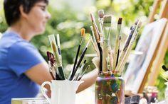 L'art-thérapie est une discipline qui vise à utiliser une pratique artistique (musique, peinture, sculpture, calligraphie, danse, théâtre…) à des fins thérapeutiques. Histoire et origine de...
