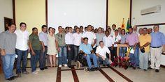 Tião Viana e os secretários Edvaldo Magalhães e Daniel Zen, assinaram os primeiros contratos para aquisição de mobiliário escolar das marcenarias acreanas