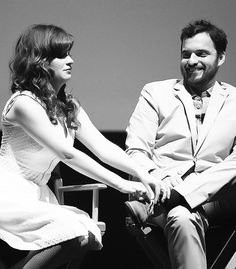 Zooey Deschanel and Jake Johnson speak onstage at the 'New Girl' Season 3 Finale Screening and cast Q&A at Zanuck Theater at Century Fox Lot on May 2014 New Girl Cast, New Girl Tv Show, Movie Couples, Cute Couples, New Girl Season 3, New Girl Series, New Girl Nick And Jess, New Girl Funny, Zoey Deschanel