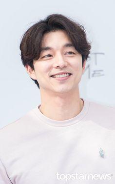 Gong Yoo Smile, Yoo Gong, Asian Actors, Korean Actors, Gong Yoo Coffee Prince, Goblin The Lonely And Great God, Dark Green Prom Dresses, Goblin Korean Drama, Goong Yoo