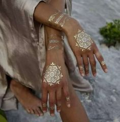 Astonishing tattoo idea in golden shade for weddings